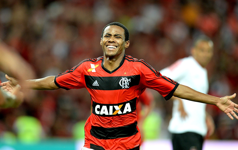 EXCLUSIVO: Elias � novamente alvo do Flamengo para 2016, diz jornalista
