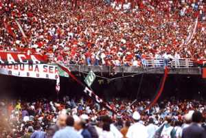 JX Rio de Janeiro (RJ) 19/07/1992 Futebol - Decisão do Campeonato Brasileiro de 1992 - Grade do Maracanã cede e fere 200 torcedores - Foto Guilherme Bastos / Ag O Globo