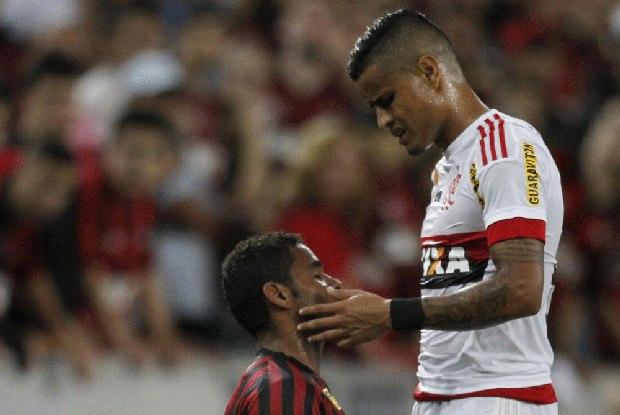 Flamengo tem péssima atuação e é facilmente batido pelo Atlético-PR