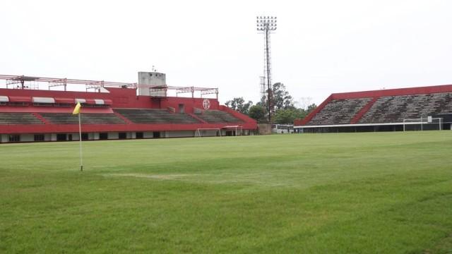 Resultado de imagem para Estádio Giulite Coutinho, em Mesquita (RJ)