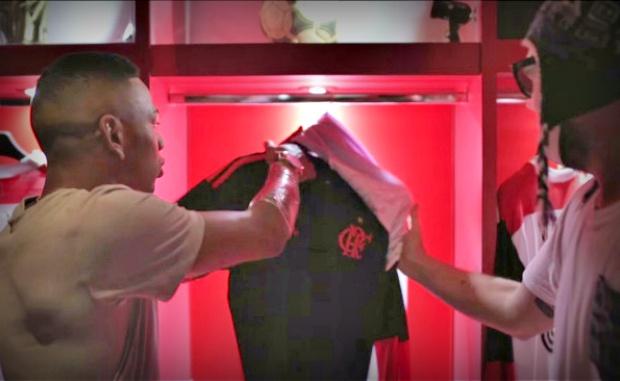 """b39f6626eb A polêmica do vídeo de campanha da nova terceira camisa do Flamengo surtiu  efeito nas vendas. Embora tenha gerado críticas pelo uso do termo  """"Framengo"""" pelo ..."""