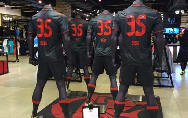 Adidas aponta Flamengo à frente do Milan em venda de camisas - Coluna do  Flamengo - Notícias 2f273ddffea85