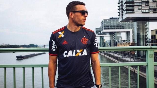 Adidas aponta Flamengo à frente do Milan em venda de camisas ... 06df49625a456