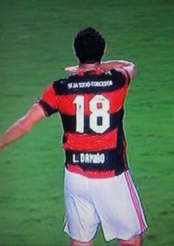 Após atacante ter aberto o placar para o Figueira, Leandro Damião 'rebateu' provocação com a comemoração (Foto: Reprodução / Twitter)