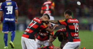 No Brasileirão 2015, o Flamengo venceu o Cruzeiro por 2x0 no confronto em casa