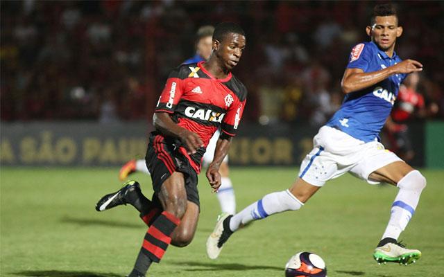 As dificuldades na transição ao profissional e a maneira simplista que  discutimos o futebol de base no Brasil - Coluna do Flamengo - Notícias 8afd873eacb55