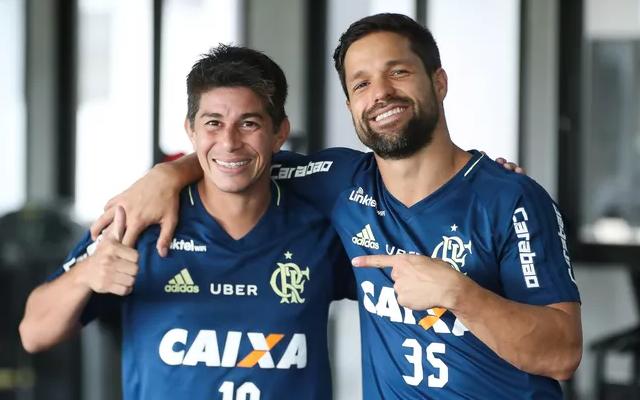 Diego e Conca treinam com bola juntos no Flamengo e podem voltar ao mesmo tempo