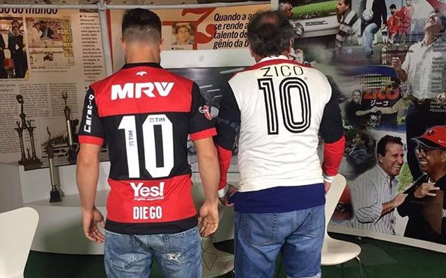 Zico brinca com Diego sobre a camisa 10 do Fla e revela que neto joga com  filho do meia - Coluna do Flamengo - Notícias 064733f3c9b42