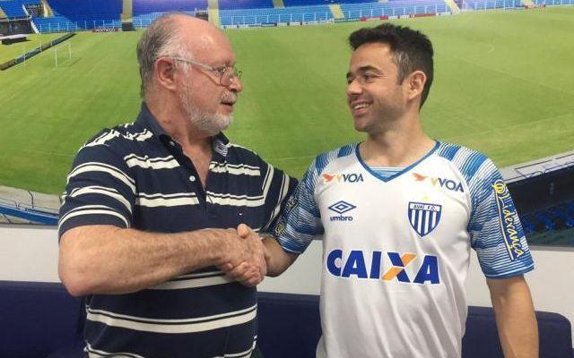 Avaí anuncia contratação do veterano lateral-direito Maicon