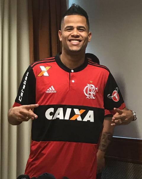 Fotos de Geuvânio com a camisa 23 do Flamengo vazam na internet