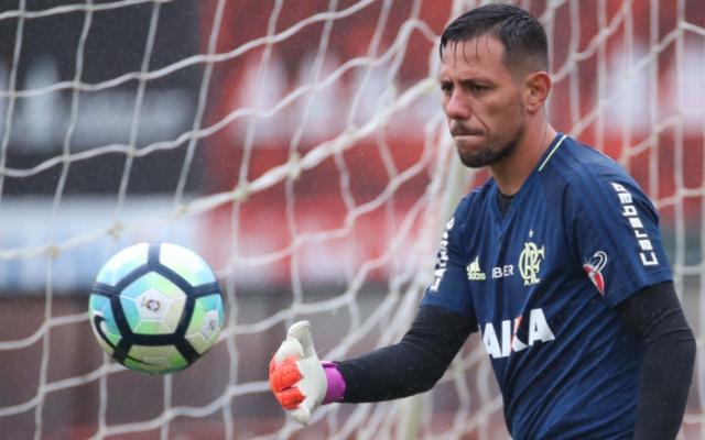 Chegada de Diego Alves foi um dos motivos pelos quais Zé Ricardo optou por Muralha contra o Santos