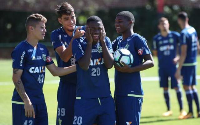 2454c491ab Carpegiani estuda titularidade de destaque do Flamengo - Coluna do Flamengo  - Notícias