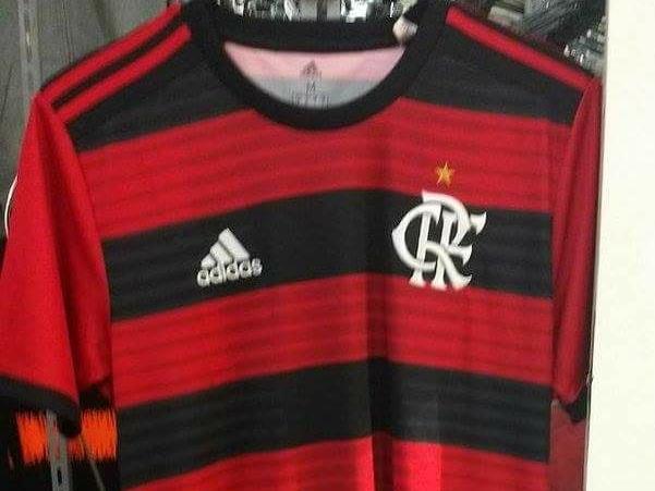 O lançamento oficial das novas camisas do Flamengo para esta temporada é  daqui a oito dias. Porém nesta quinta-feira (05) 5715a383f007b