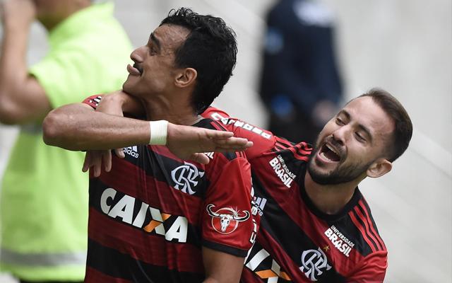 Léo Duarte comemora renovação com o Flamengo