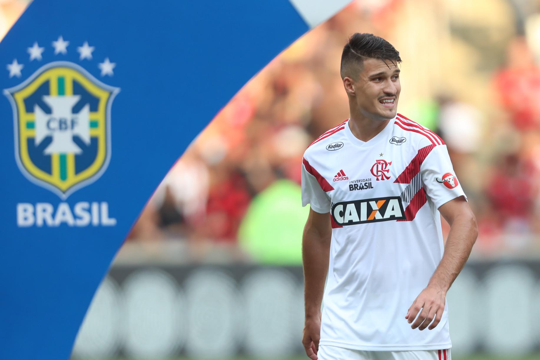 Veja imagens da nova camisa pré-jogo do Flamengo f4d4e5fdf4400