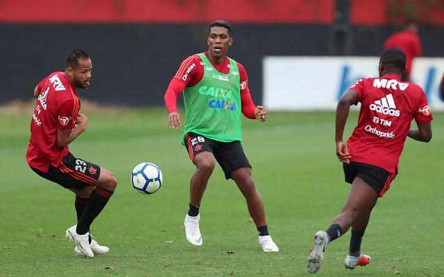 Renovaria? Veja os jogadores do Flamengo que t�m contrato perto do fim