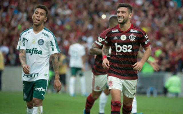 Jornalista fala em desequilíbrio na comparação entre elencos de Flamengo e Palmeiras