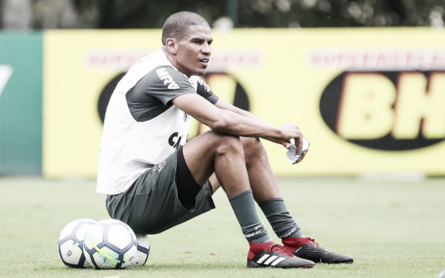 Ataque do Flamengo gera desconforto ao Atlético-MG e zagueiro revela ideia para parar o ataque