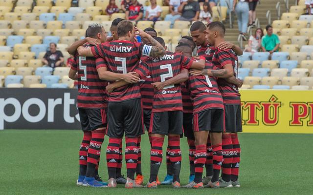 [COMENTE]: Com grandes nomes no elenco, o Flamengo deveria emprestar seus garotos ou manter no elenco?