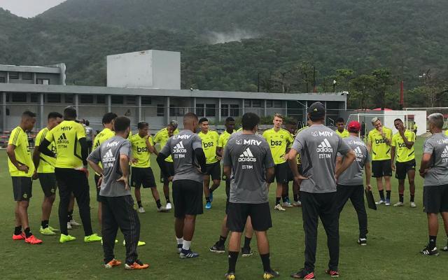 Maurício Souza projeta time titular do Flamengo para estreia diante do Macaé
