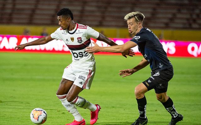 Com pênalti polêmico no fim, Flamengo fica no empate com o Del Valle e decide Recopa no Maracanã