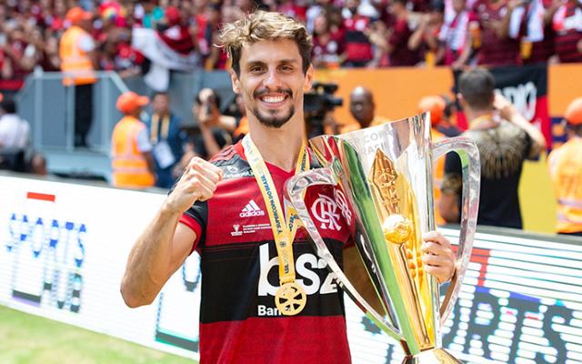 """Rodrigo Caio revela batalha para voltar a jogar e confessa que estava """"engasgado"""" com o Athletico"""