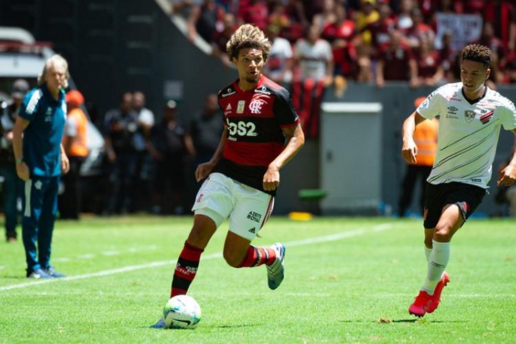 """Arão celebra grande fase no Flamengo e afirma""""Me preparei para enfrentar grandes decisões"""""""