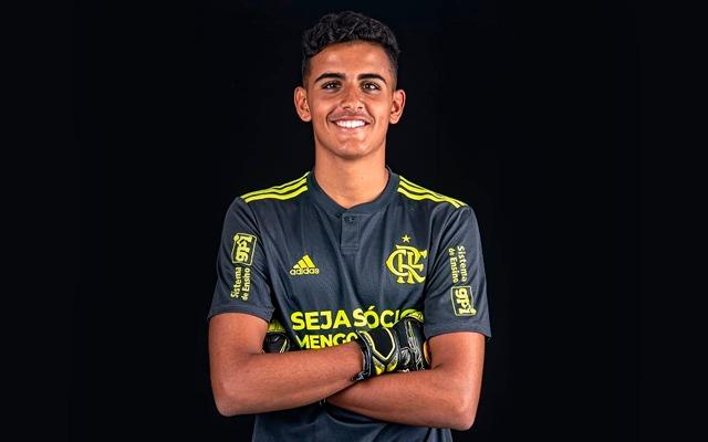 """Goleiro da base deixa Flamengo após sete anos no clube: """"Serei sempre um garoto do Ninho"""""""