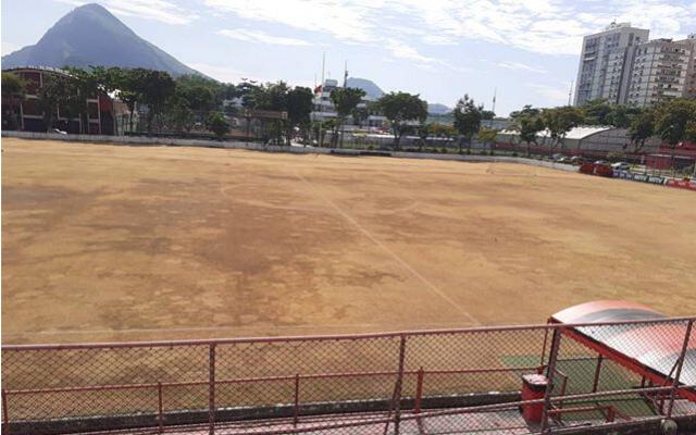 Após 15 anos, Flamengo inicia processo de troca do gramado do campo na Gávea