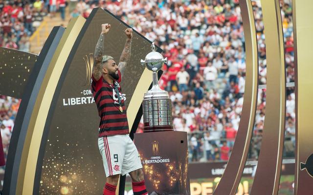 """Ídolo do Flamengo, Zico comenta sobre repercussão internacional do clube: """"No Japão foi transmitido a Libertadores"""""""