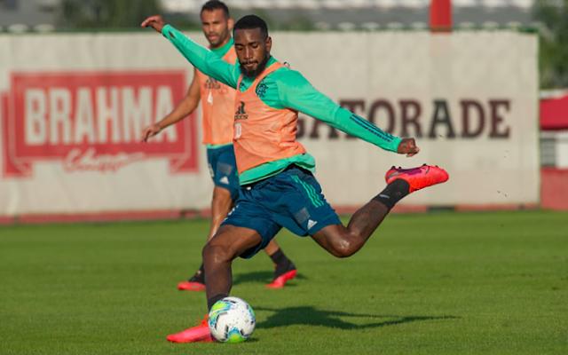 """Treinador interino no Flamengo, Maurício Souza recebe elogios de Gerson: """"A hora dele vai chegar"""""""