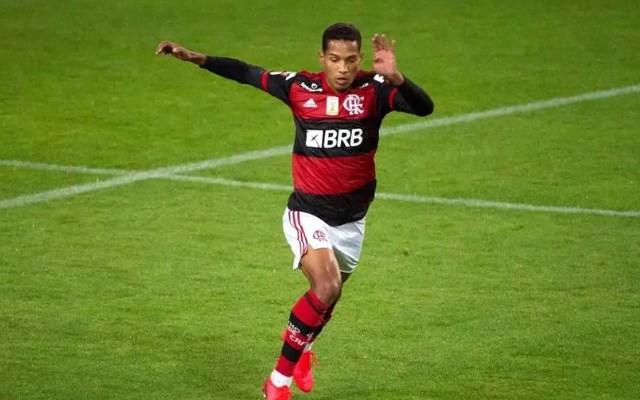 Flamengo negocia empréstimo de João Lucas para o Cuiabá
