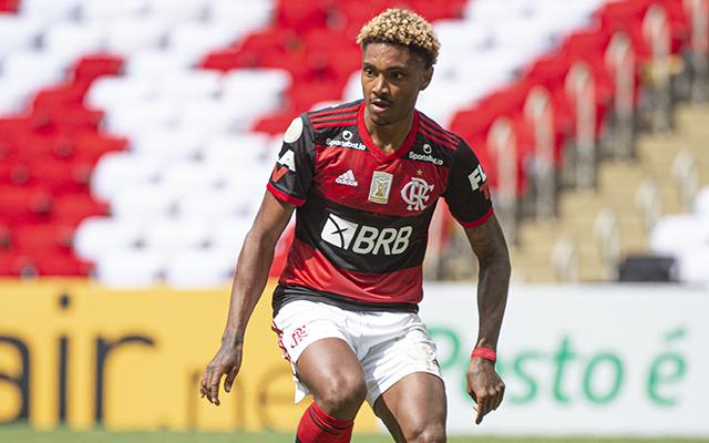 Visando reformulação do elenco, Flamengo prepara barca com 9 jogadores