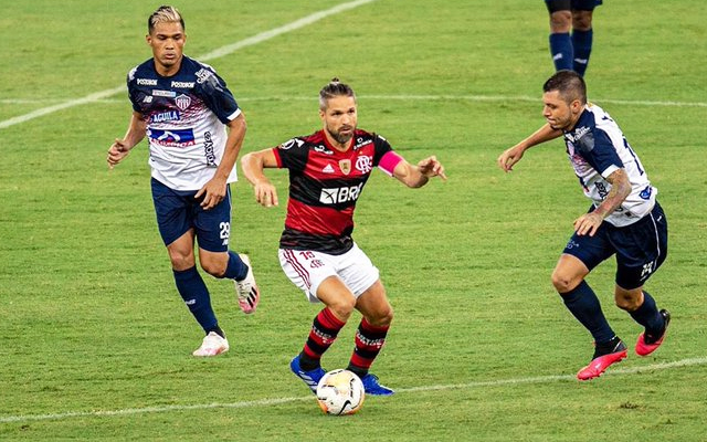 Diego ironiza críticas de comentarista após mais uma vitória do Flamengo