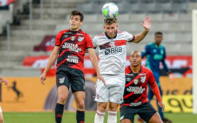 """Léo Pereira curte vitória do Flamengo: """"Uma partida segura sem sofrer gol"""""""