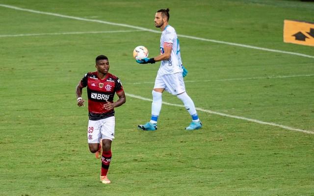 Lincoln marca dois gols pelo Flamengo em duas oportunidades como titular na Libertadores