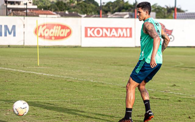 [V�DEO] Pedro esbanja categoria e marca gola�o assustador em treino