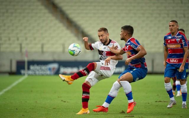 """""""Com tempo para treinar, por que um futebol tão pífio?"""", Mauro Cezar contesta desempenho do Flamengo"""