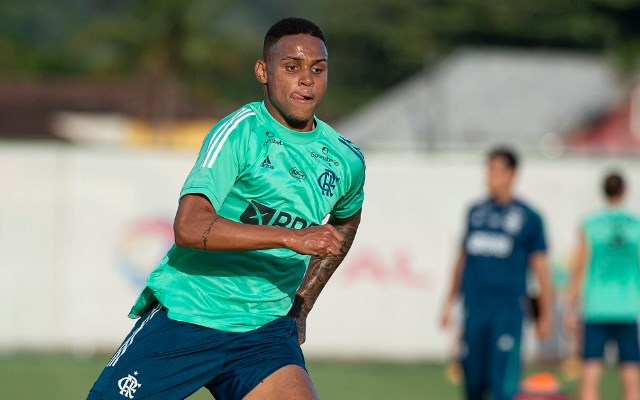 Após liberação da CBF, Natan espera primeira oportunidade com Ceni no Flamengo