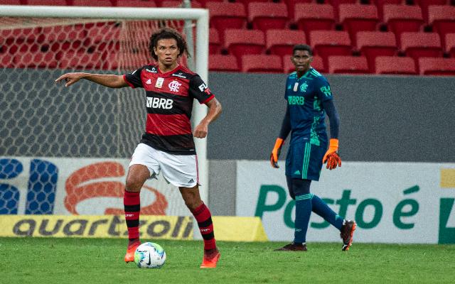 Como zagueiro, Willian Arão se reinventa no Flamengo mais uma vez