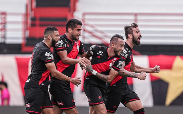 Flamengo fica com caminho aberto no Brasileirão após derrota do São Paulo