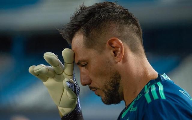 Craque do Fla envia mensagem para Diego Alves após novo problema do goleiro