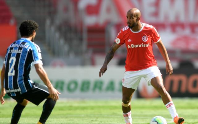 Internacional vence, Flamengo tropeça e vê liderança se distanciar