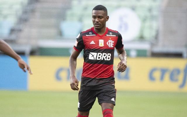 Ramon chega a Brasília para reforçar o Flamengo em jogo contra o Athletico