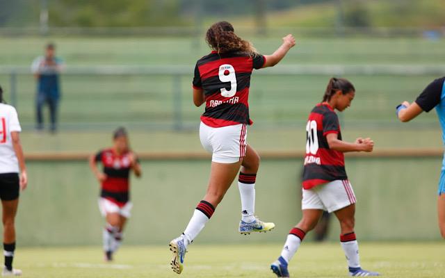 Flamengo goleia o Vasco pelo Campeonato Carioca Feminino
