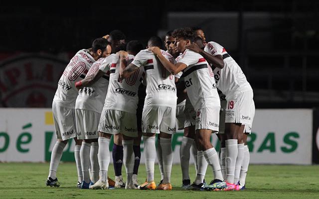 Com ausência de titulares, São Paulo deve jogar com três zagueiros contra o Flamengo