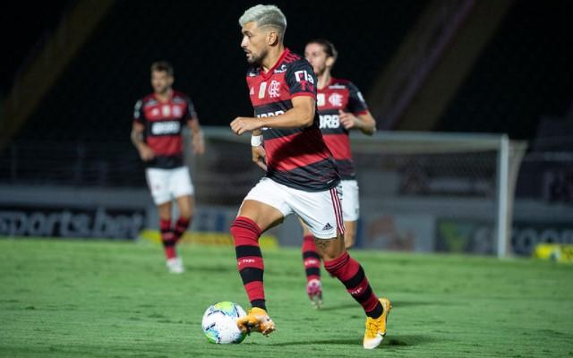 Arrascaeta ultrapassa Claudinho e assume posto de melhor jogador do Brasileirão