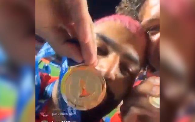 Gabriel festeja bicampeonato do Flamengo: O Brasil é vermelho e preto mais uma vez