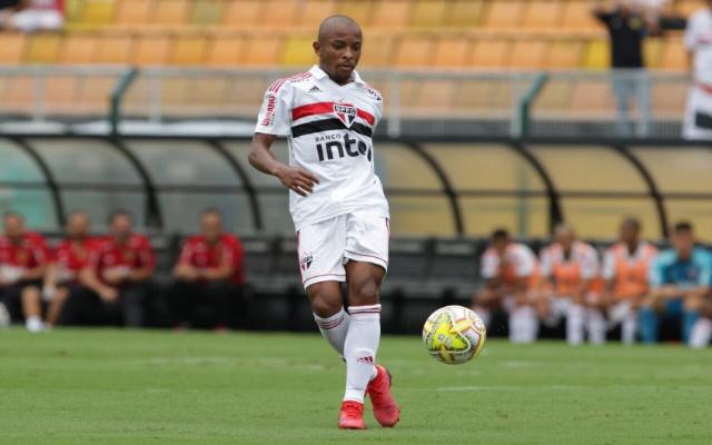 Com dois laterais suspensos, São Paulo utilizará estreante na lateral esquerda contra o Flamengo