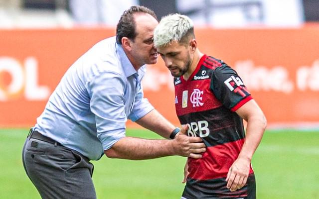 Arrascaeta e de Pedro lideram estatística importante do Flamengo